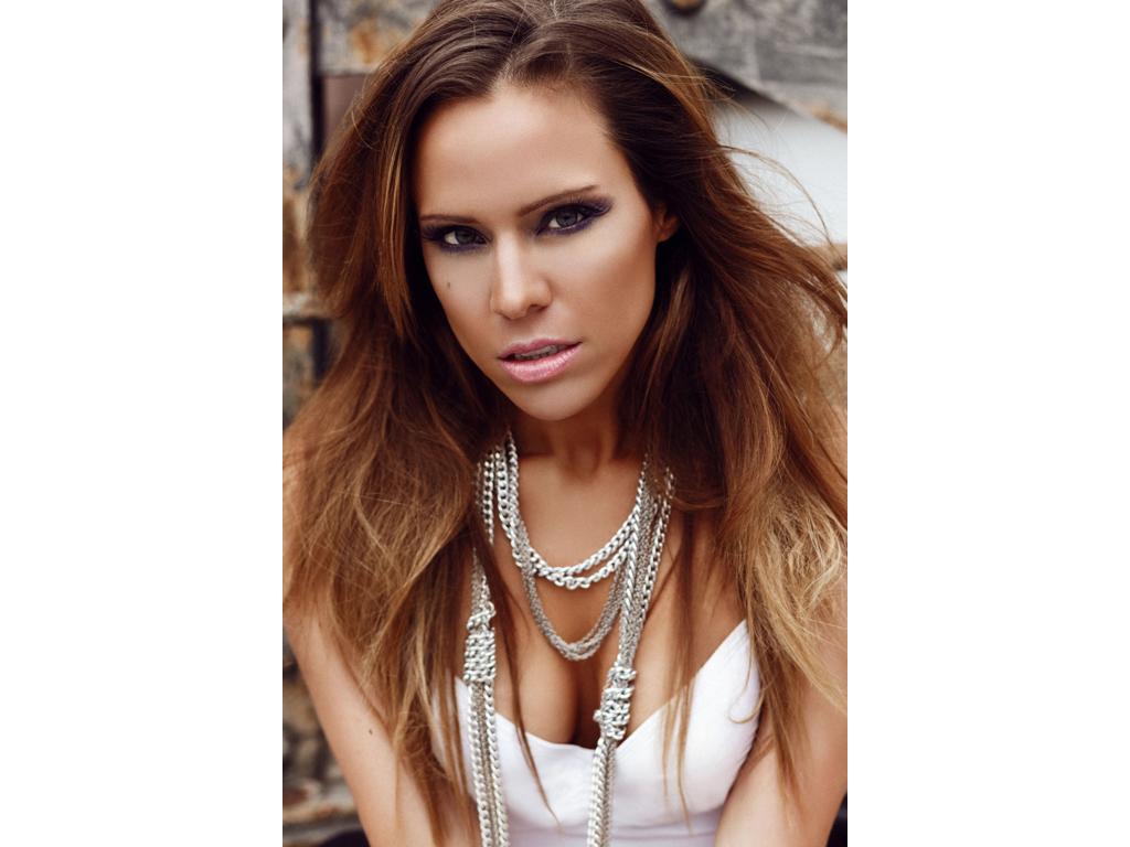 Fotograf: Alexei Bazdarev Hair&Make-up: Anna P. Sängerin/Songwriter: Evel7n
